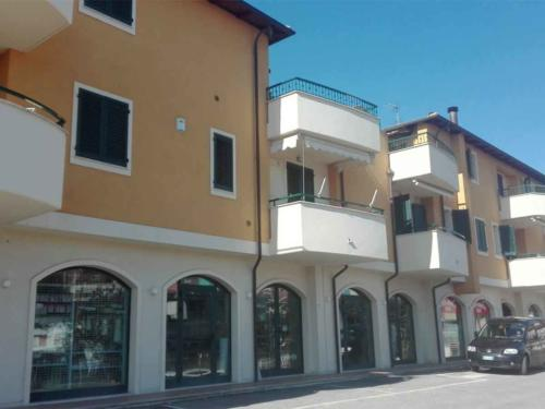 Edificio-residenziale-e-commerciale---SS16-SBT